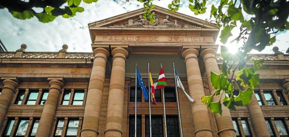 Una víctima de una agresión sexual en Donostia dice en el juicio no recordarlo y no identifica a los acusados