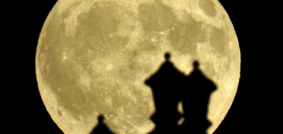 la luna no tiene dueño