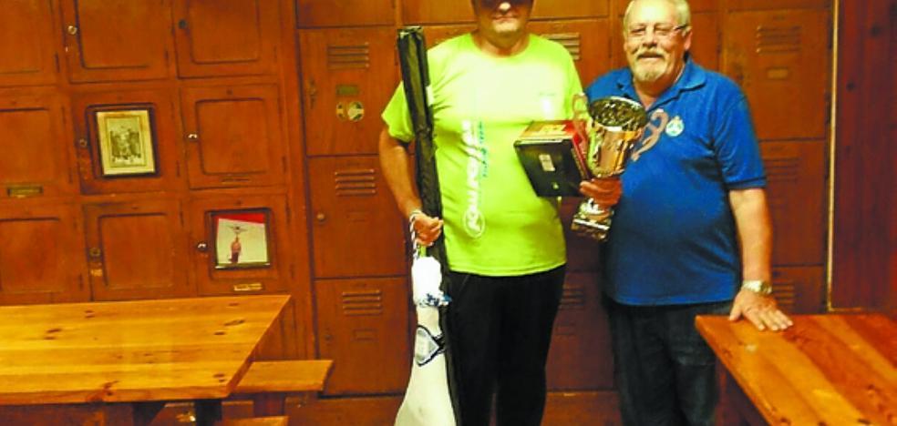 El club Náutico Izkiro se hace con el 64 concurso intersocial de pesca al lanzado