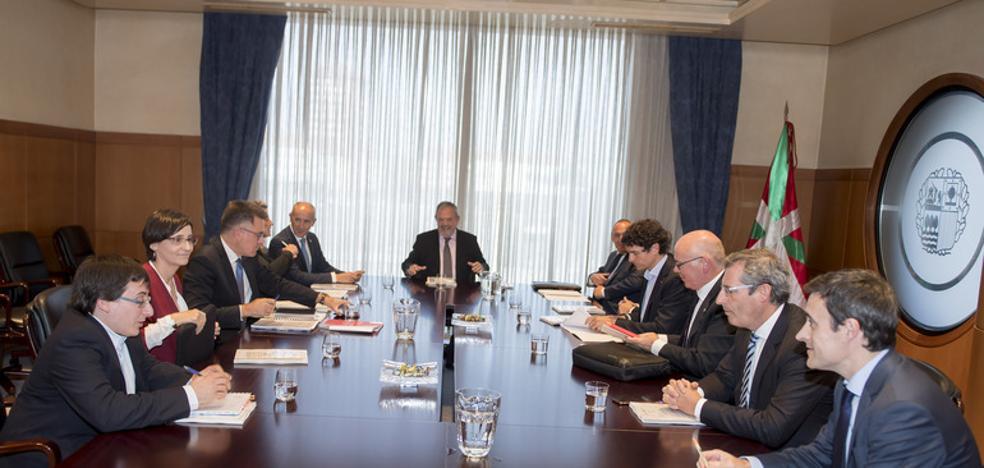 Las Haciendas vascas recaudarán 869 millones más de lo previsto gracias al acuerdo del Cupo