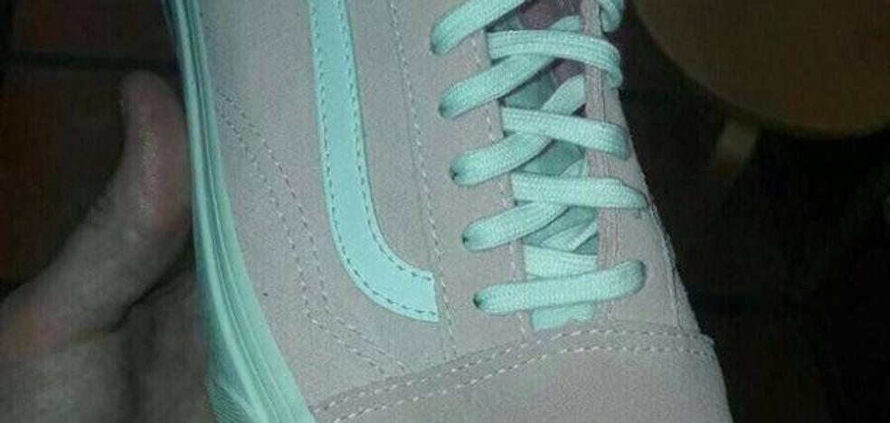 El whatsapp que desconcierta a todo el mundo: ¿Zapatilla azul y gris? ¿O rosa y blanca?