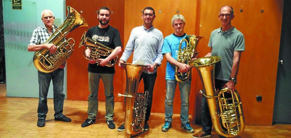 Concierto de la Banda con músicos de tuba y bombardino en La Milagrosa