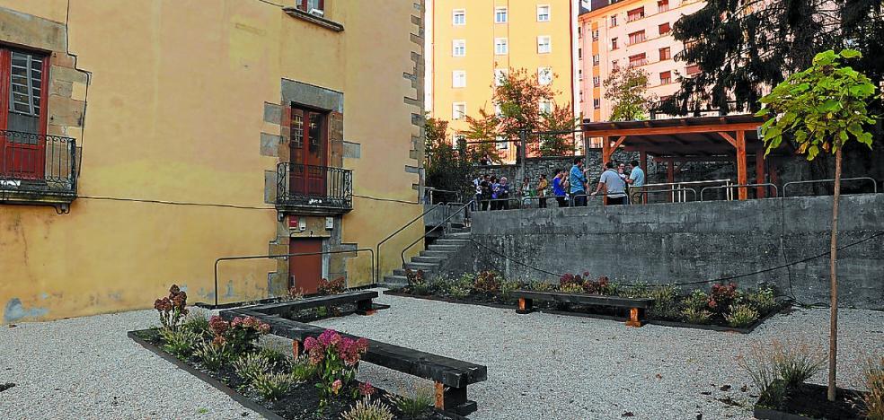 La UEU amplía instalaciones con la mejora del parque exterior del Palacio Markeskua
