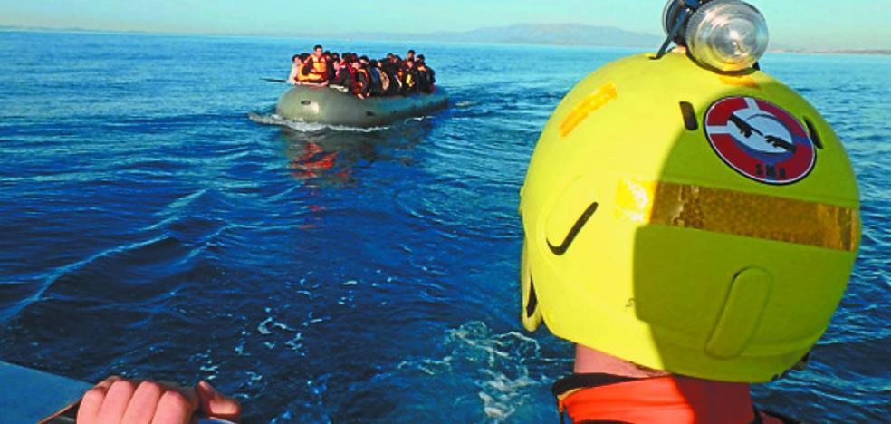 Hotz Zarautz y Salvamento Marítimo Humanitario, con los refugiados
