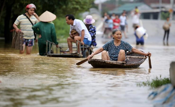 Riadas y avalanchas de tierra en Vietnam