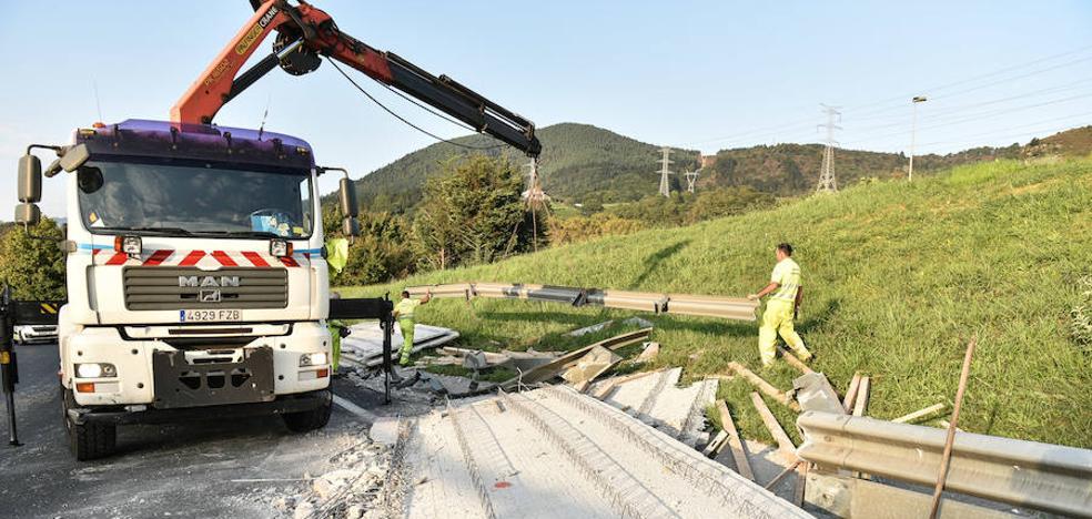 Un nuevo accidente de camión obliga a cortar cuatro horas la A-15 por segundo día consecutivo