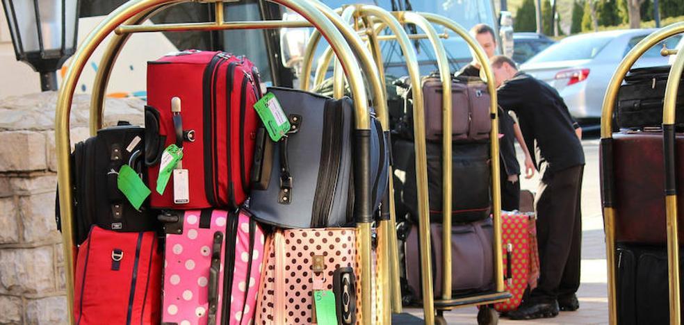 Cuatro detenidos en Donostia acusados de robar pertenencias de clientes en la recepción y entrada de hoteles