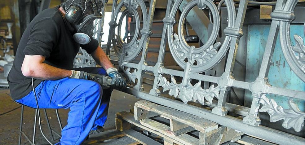Una empresa de Gijón fabrica la nueva barandilla de La Concha