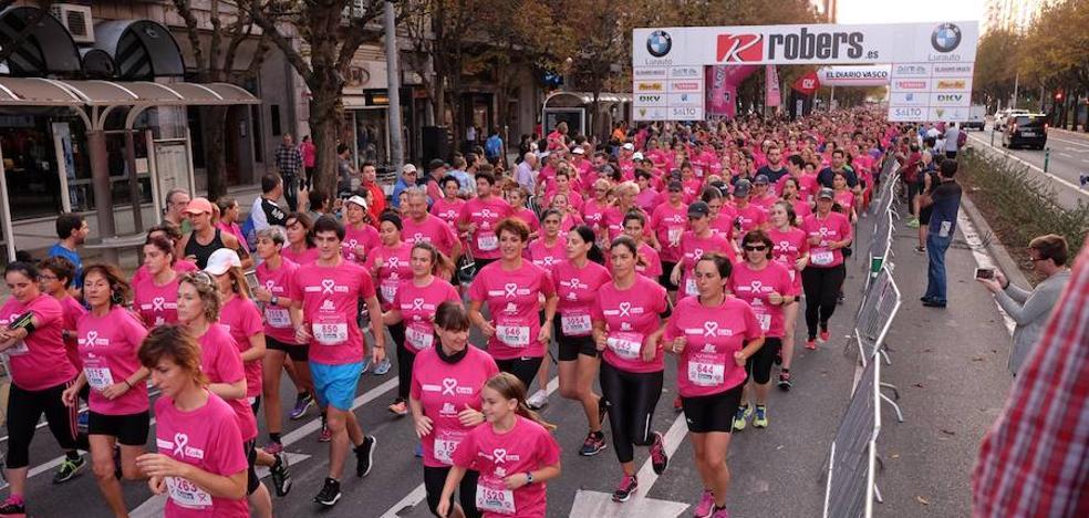La marea rosa contra el cáncer inunda Donostia
