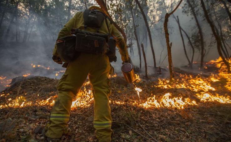 California sigue luchando contra el fuego