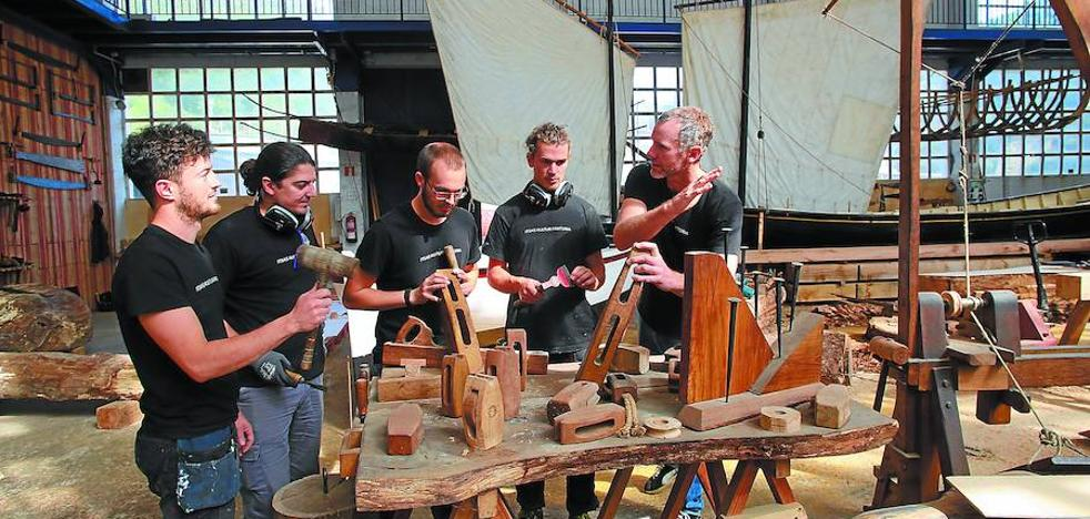 Carpinteros del patrimonio marítimo