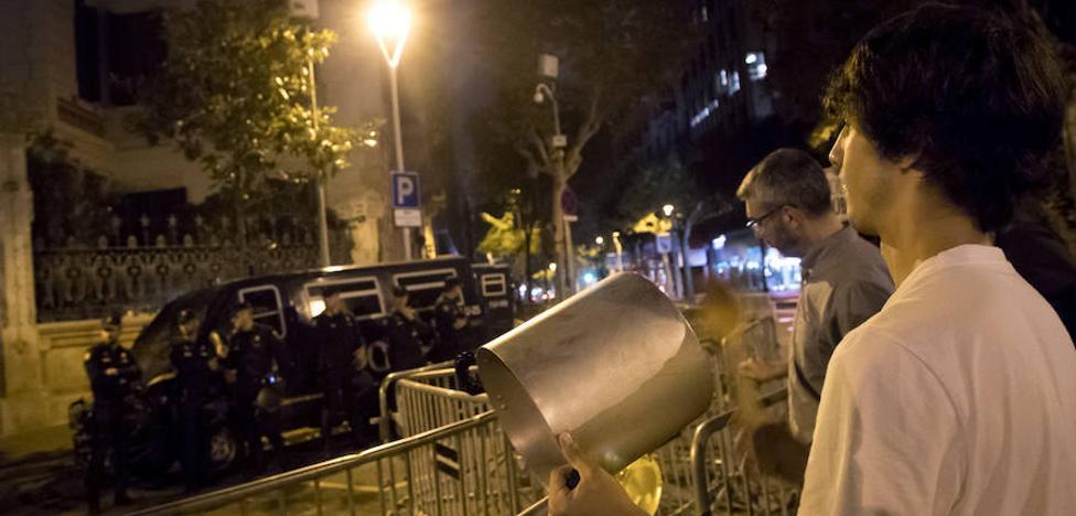'Caceroladas' espontáneas tras el encarcelamiento de Sánchez y Cuixart