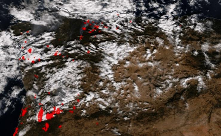 La evolución de los incendios de Galicia, desde el espacio