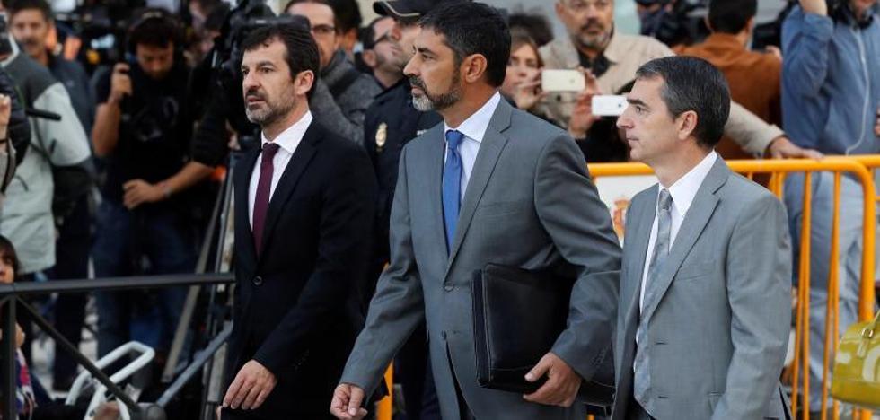 La juez deja en libertad a Trapero pero le prohíbe salir del país