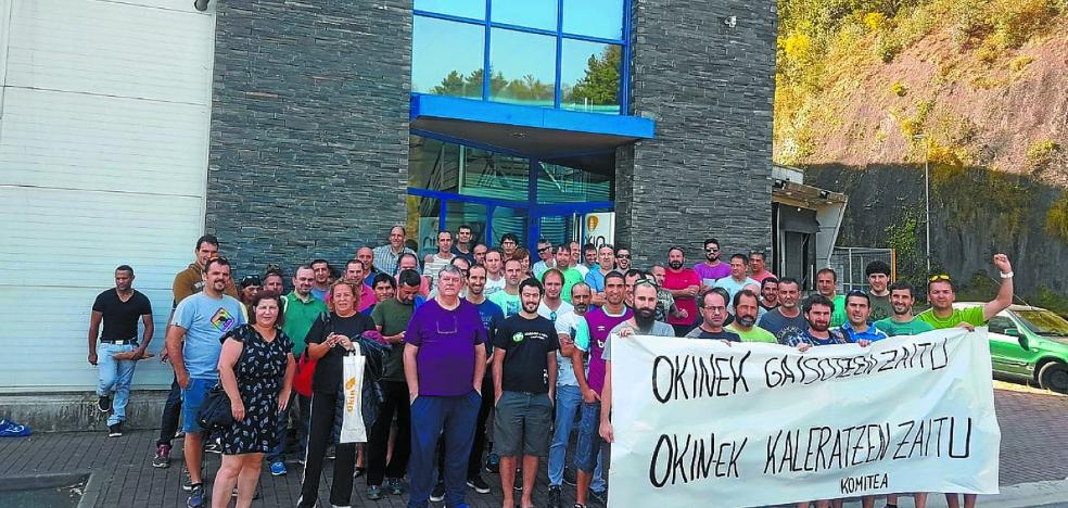 Trabajadores de Okin se concentran para denunciar el despido de un empleado