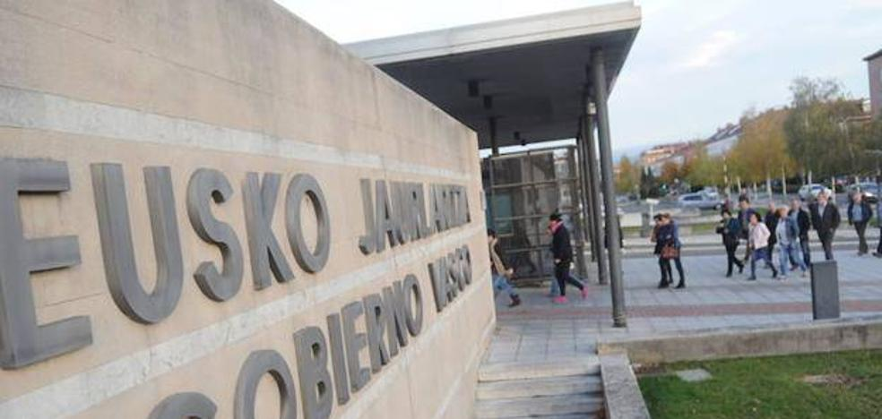 El Gobierno Vasco abonará el mes que viene el último cuarto de la extra suprimida en 2012