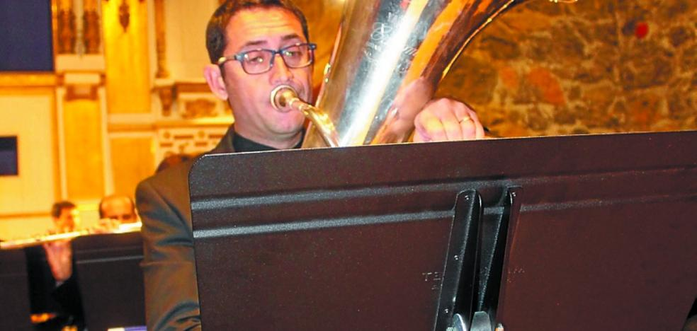 Tándem perfecto entre la Banda y los músicos de tuba y bombardino