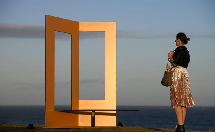 Esculturas frente al mar