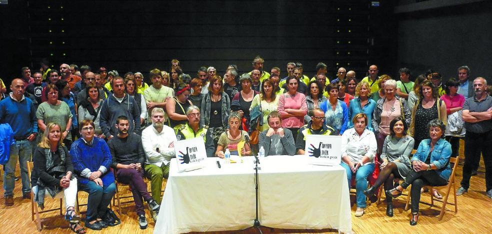 Trabajadores municipales muestran su apoyo a Agirregabiria y Rokandio