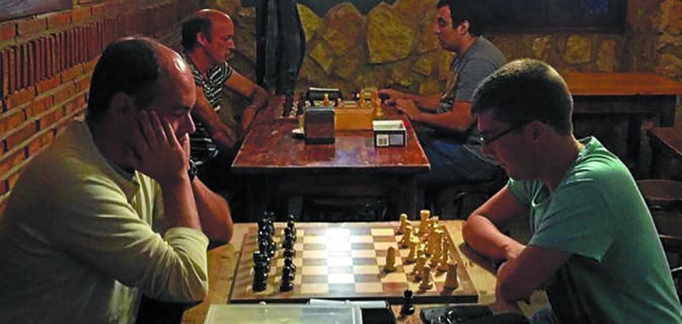 El VI Torneo de Ajedrez Mekatar Iriondo ha echado a andar con 48 ajedrecistas