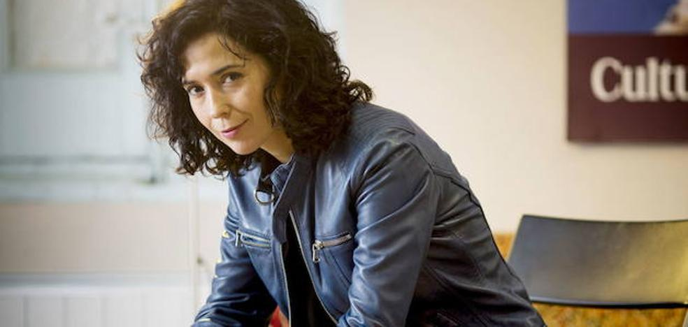 Edurne Portela: «Hay música que escucho obsesivamente cuando escribo»