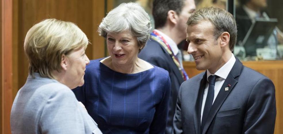 Merkel y Macron expresan su apoyo a Rajoy en Bruselas