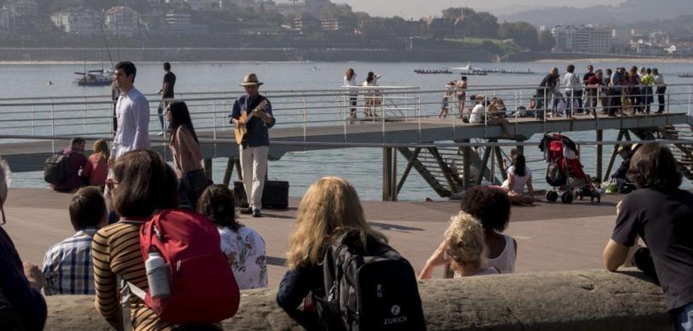 Gipuzkoa aumenta el turismo en verano gracias a los viajeros extranjeros