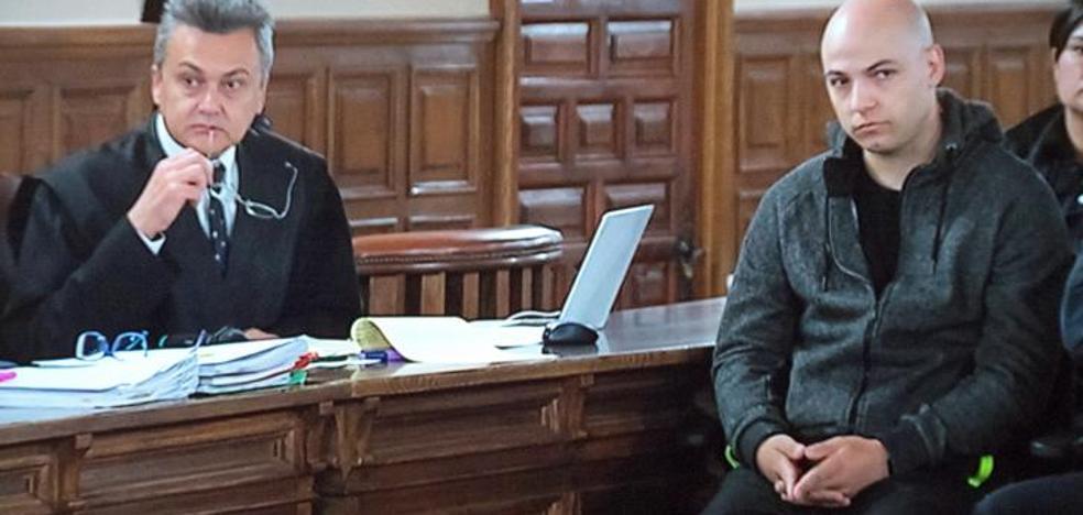 Morate llega a la Audiencia de Cuenca entre gritos de «asesino»