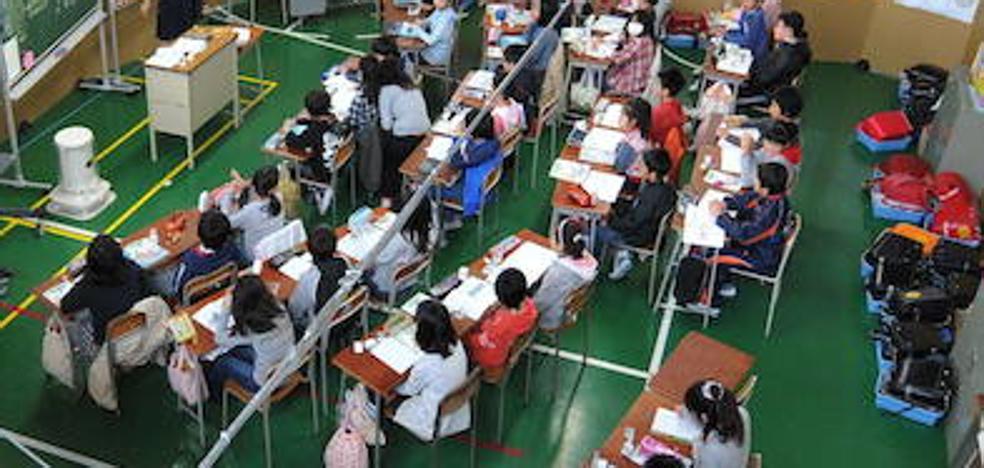 Una alumna japonesa demanda a su escuela por obligarla a teñirse el pelo de negro