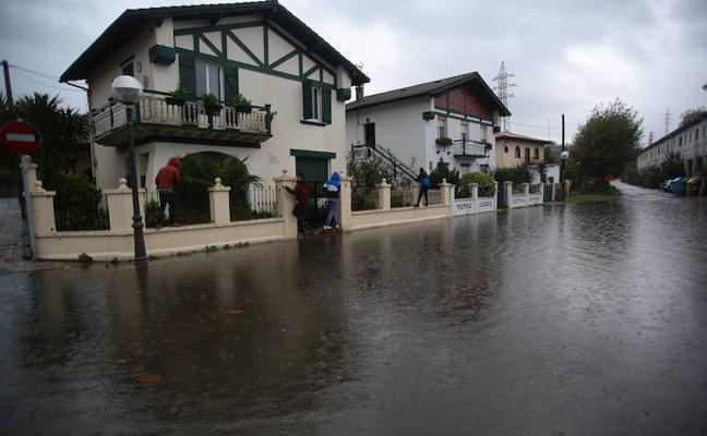 Sigue la lluvia en Gipuzkoa y activan el aviso amarillo por fuerte oleaje para esta noche