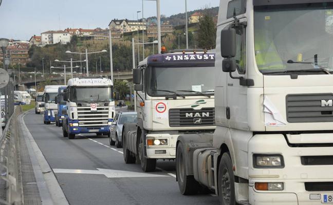 Caravana de camiones contra el peaje de la N-1 para vehículos pesados