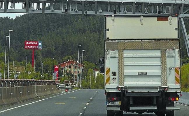 Los camioneros vascos retoman las protestas contra el peaje de la N-1