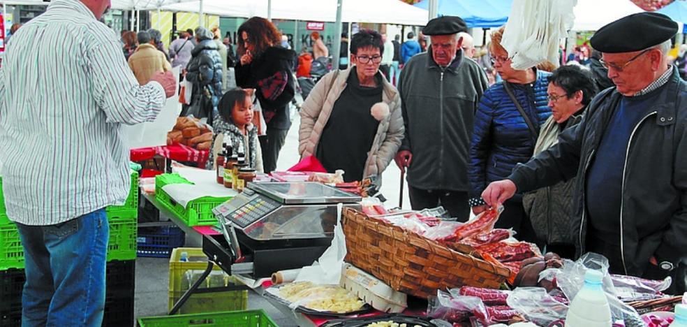 La V Feria de Productos del Caserío llega hoy a Okendo plaza