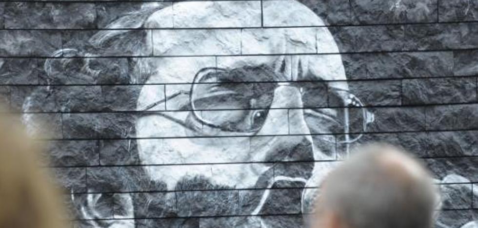 Un mural recuerda al cantante Imanol Larzabal al cumplirse 70 años de su nacimiento