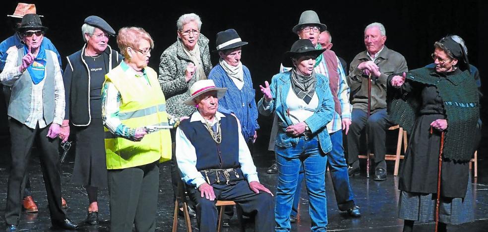 Los mayores se suben al escenario