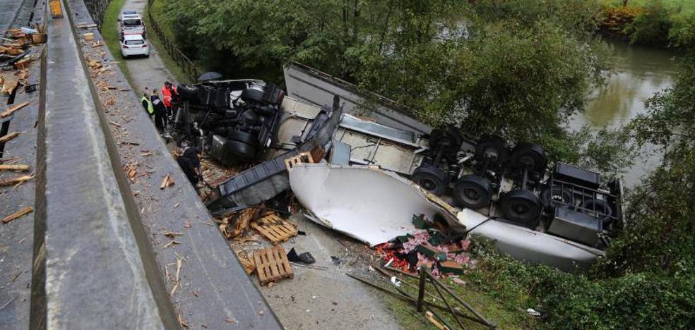 Dos muertos en Irun en una colisión entre un coche y un camión