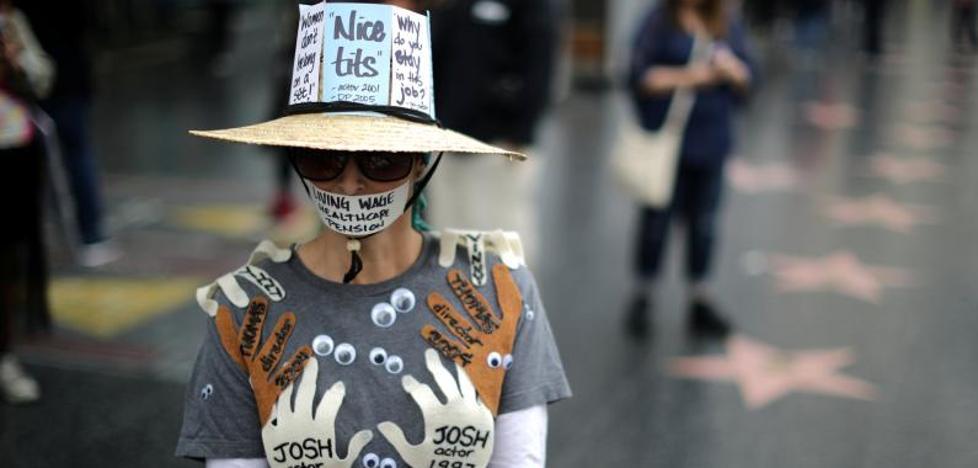 Cientos de personas marchan en Hollywood en protesta contra los abusos sexuales