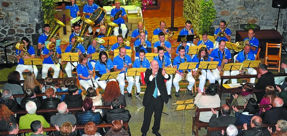 Banda y tambores en el preludio de Santa Cecilia