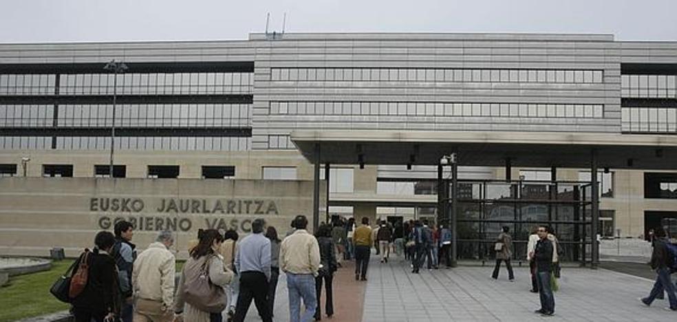 ELA y LAB convocan un paro de 3 horas en la Administración vasca el día 22