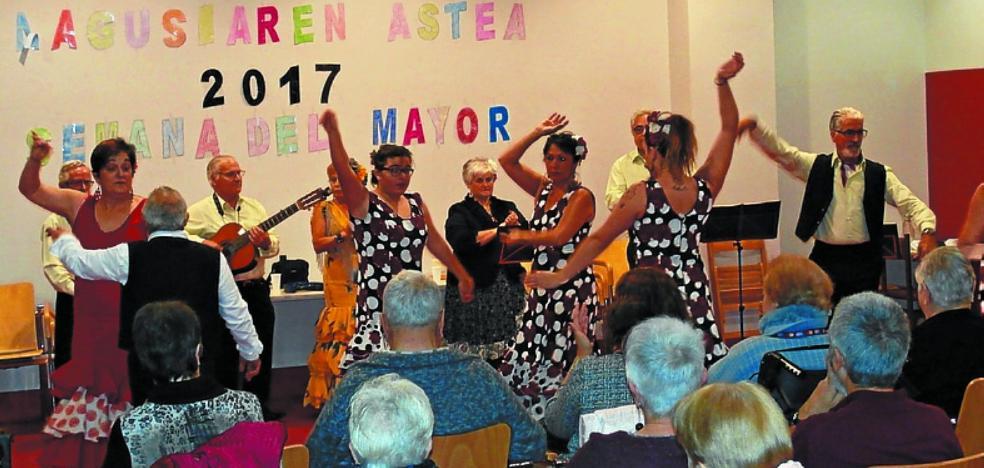 Triana actuó en la Semana dedicada a los mayores