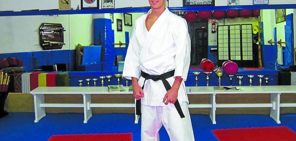 Iosu Conde, al campeonato estatal de kárate con la selección de Euskadi