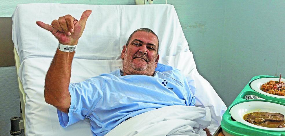 Hospitalizado en Donostia el hombre que recorre España en silla de ruedas