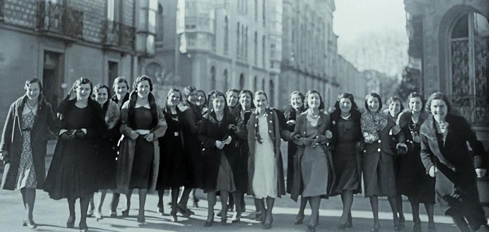 Treinta grandes paneles recogen la historia de las mujeres en Euskadi