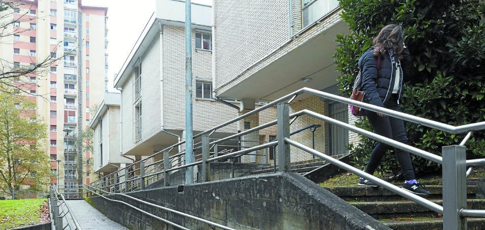 Frustración y llantos por el cierre del instituto de Bidebieta