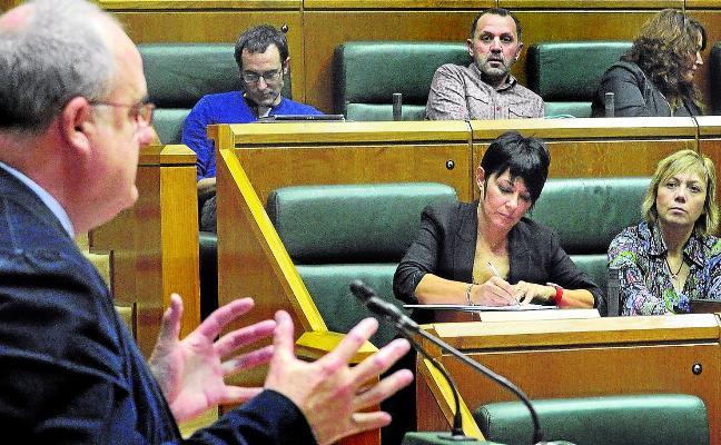 El Parlamento Vasco evita reconocer la república catalana pero apoya el procés