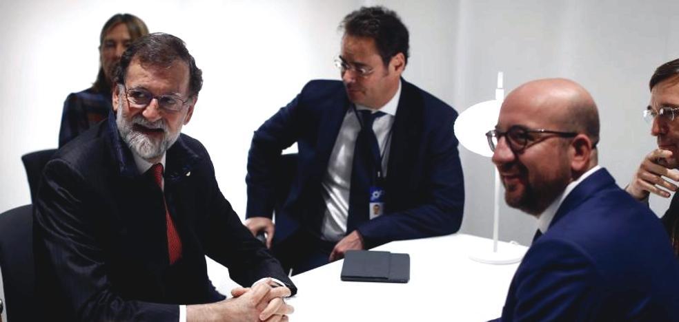 Rajoy se ve con el primer ministro belga antes de que Puigdemont comparezca