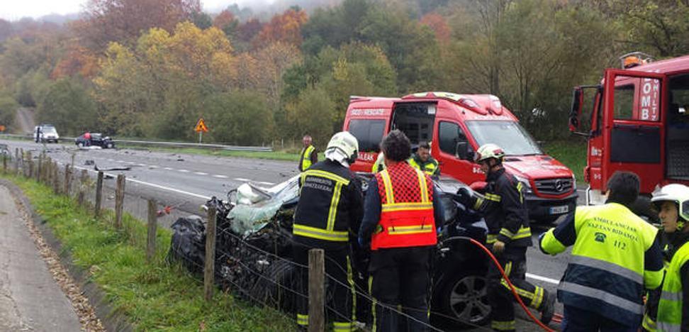 Fallecen dos personas en una colisión frontal en Oieregi