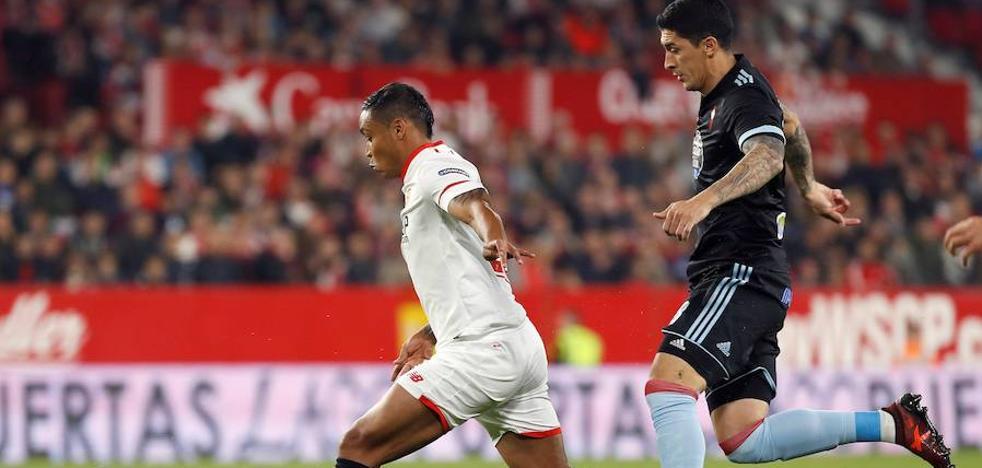El Sevilla se afianza arriba pero no convence