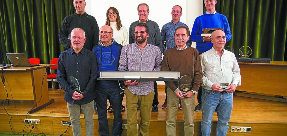 Oskar Manso gana el Ciudad de Irun con la colección 'Déjame que te cuente'