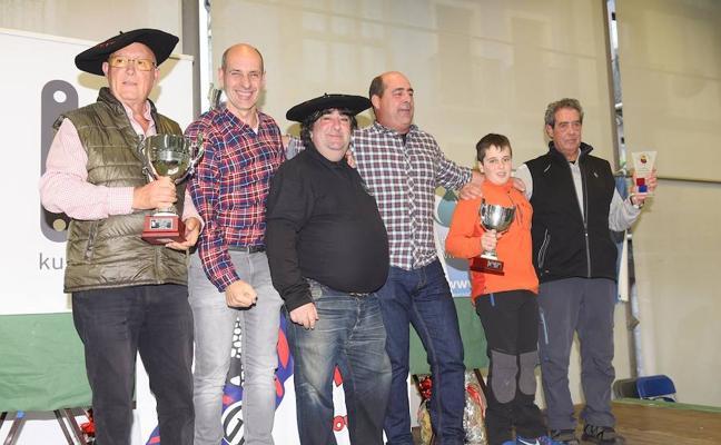 Dos cocineros de Altza ganan el concurso de alubias de Tolosa